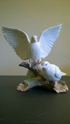 Gorgeous Vintage Masterpiece Porcelain Doves By Homco, 1985