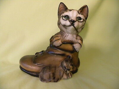 Vintage 1986 Porcelain Mother Cat And Kitten In Shoe By Albert E. Price