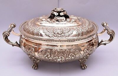AMAZING SOLID SILVER REPOUSSE TUREEN. 3724 grams / 27 ounce. LENGTH: 50 cm.