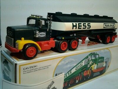 Hess truck 1984 tanker bank great box incert tested