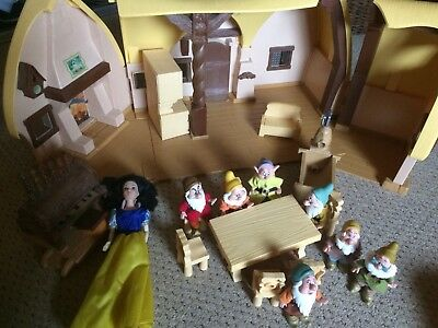 Disney Snow White Cottage with Snow White, dwarfs and accessories