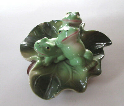 Vtg Porcelain Frogs on Lilypad Figurine Dish Ashtray Three Lounging Amphibians