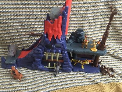 Disney Lion Guard Hyenas Hideout Playset With Extra Figures