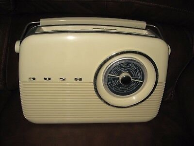 Vintage Retro Bush  Tr82 Radio Classic Cream & Blue Fm/mw/lw 3 W/band Mains/batt