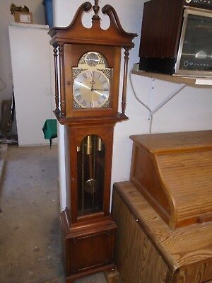 Grandfather Clock - Barwick Howard Miller Clock Co. Keeps perfect time. L@@K!