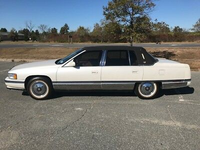 1995 Cadillac DeVille  Absolutely Stunning Condition !!!! 4.9 Motor