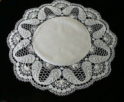 "AMAZING Antique Linen HAND MADE Bobbin Lace Round Tablecloth 33"" PRISTINE"