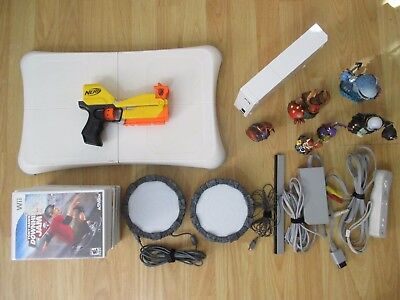 Wii White Console Bundle w/ 11 games - Nerf w Gun, Outlanders CLEAN, ALL TESTED