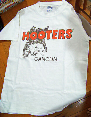 Vintage HOOTERS T-Shirt (Cancun location) Small size (bigger small) Retro used