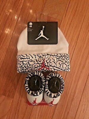 NEW Nike Baby Booties & Cap Gift Set 0-6M Boys/Girls Infant