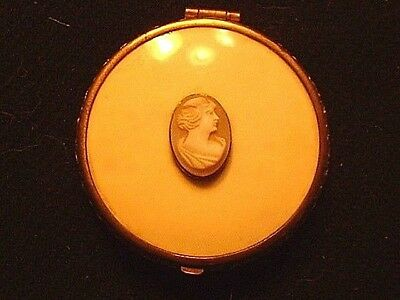 Vintage Art Deco Compact With Carved Cameo On Cover Signed EJ Co. PAT1973433