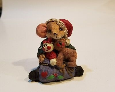 Mouse bearing gifts  figurine
