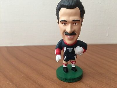 Vintage Corinthian Prostar football figure - David Seaman - England home kit