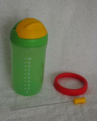Tupperware Grow with Me Straw Tumbler- with extra straws-  Green- New