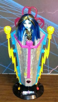 Monster High Freaky Fusion Recharge Chamber Frankie Stein Doll Set No Box