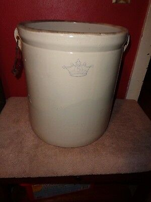 (C) Vintage Blue Crown 5 Gallon Robinson Ransbottom Crock With Wooden Handles