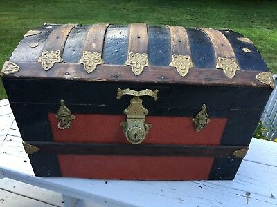 Old Antique SMALL Petite ANTIQUE WOODEN DOME TOP STEAMER TRUNK Alligator 26 Inch