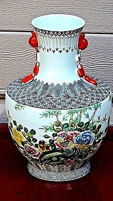 ANTIQUE 19c CHINESE FAMILLE ROSE PORCELAIN VASE W/RICHLY COLORED SCENE OF PEONIE