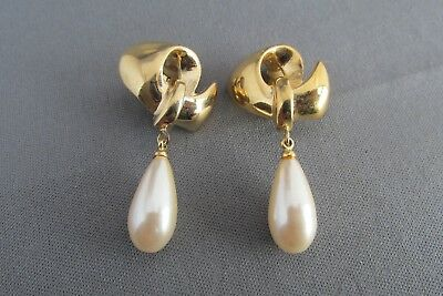 3D Vintage Givenchy Gold Tone Faux Tear Drop Pearl Clip Back Earrings 16.5G