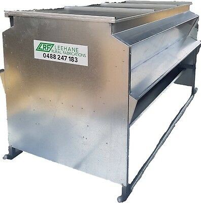 grain and pallet lick feeder
