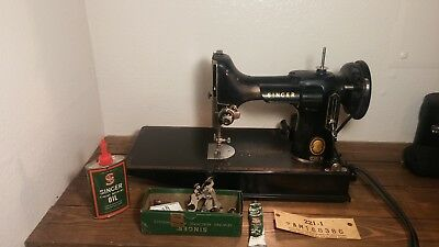 VINTAGE 1948 SINGER FEATHERWEIGHT 221-1 SEWING MACHINE w/ CASE PEDAL & BOOK