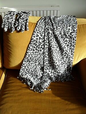 Result Winter Essentials Animal Print Set Ladies Scarf & Gloves.Black and White