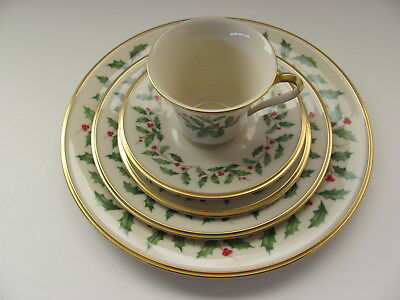 Lenox Holiday Holly Bone China 5 Piece Place Setting Gold Trim ~ Made In USA
