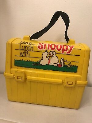 Vintage 1968 Peanuts Snoopy Plastic Lunch Box