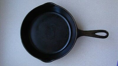 Vintage No.5 Cast Iron Skillet  Unmarked With Heat Ring VERY SMOOTH