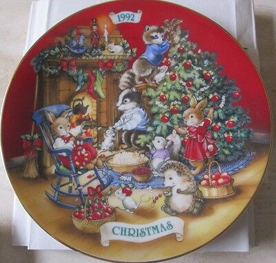 Avon Vintage*sharing Christmas With Friends*plate, 1992 Limited Edition*nib*