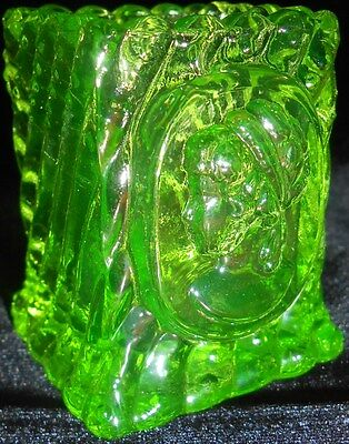 Green Vaseline glass square Cameo toothpick / match holder uranium Canary yellow