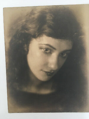 Original Antique Photo/Portrait of Pretty Woman. Circa 1920s