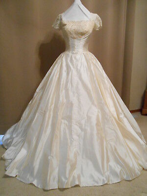VTG 50's Ivory Long Wedding Gown short Sleeves  Beaded Bodice Covered Buttons