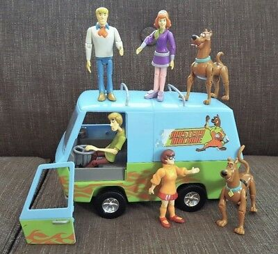 Scooby-Doo Racing Rumble Mystery Machine with Figures Toy