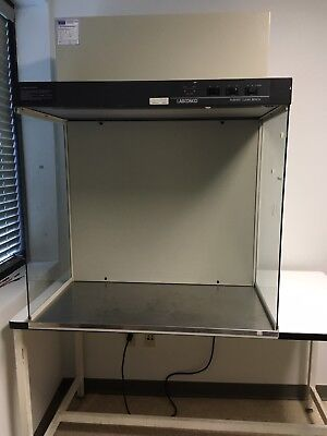 Labconco 36000 3' Clean Bench with table (Laminar Flow Cabinet, Clean Bench)