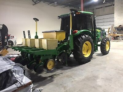 John Deere 4 Row 7000 Dry Fertilizer Corn Planter with corn meters and NoTills