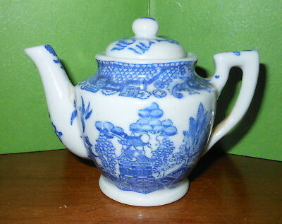 "Vintage ""Made In Occupied Japan"" Blue Willow Style Small 3.5"" Teapot"