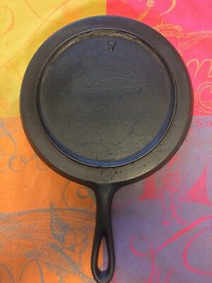 Antique #7 Cast Iron Round Griddle Gate Mark Fancy Handle Heat Ring Sits Flat