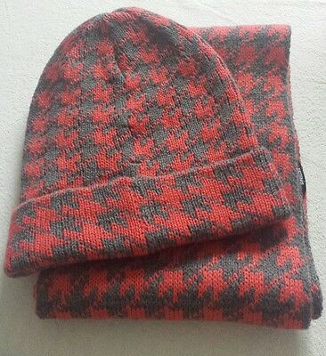 BNWT Ladies Tezenis hat and scarf set grey and coral pink salmon