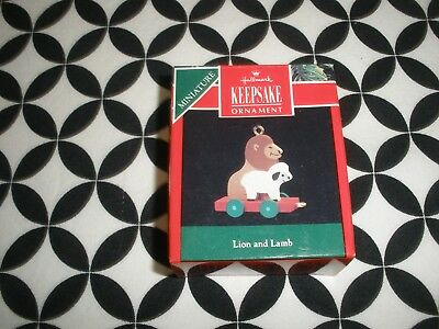 1990 Vintage Christmas! Miniature Hallmark Ornament, Lion & Lamb~Nib~N8