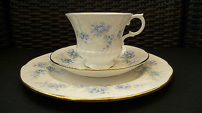 """ROYAL STANDARD"" Bone China  Made in England   3-teilig  Sammelgedeck  blau/gold"