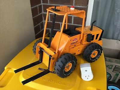 Vintage Tonka forklift. Really good condition. Pick up as is fragile.
