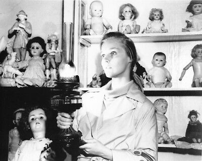 CAROL LYNLEY w DOLLS BUNNY LAKE MISSING photo (bv1-10)