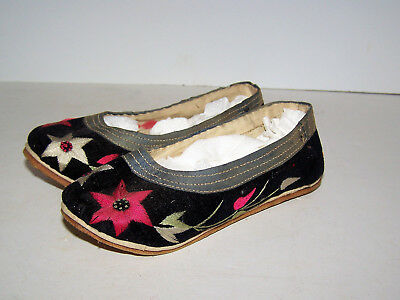Rare Antique Child Size Asian Silk Embroided Slippers / Shoes
