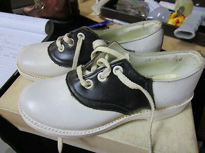 Vintage WHITE AND BLACK BLACK SADDLE OXFORD KIDS SHOE SIZE 12 ?
