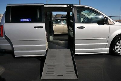 2008 Chrysler Town & Country WHEELCHAIR HANDICAP CONVERSION VAN 2008 CHRYSLER TOWN & COUNTRY BRAUNABILITY WHEELCHAIR CONVERSION HANDICAP VAN