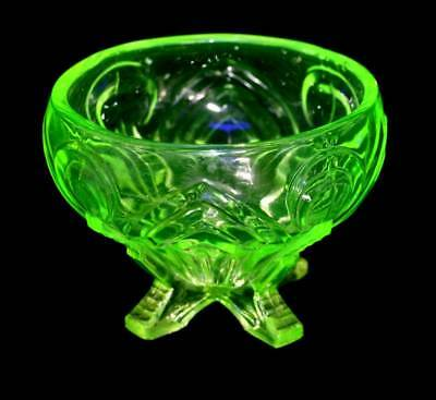 Vintage Sowerby uranium green glass glowing rose bowl in lovely condition