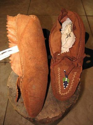 vtg 1930 Native American Eastern Woodlands Indian Beads Decorated Hide Moccasins