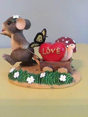 """Charming Tails by Fitz and Floyd """"Bringing Along A Little Love"""" Mouse #98/245"""