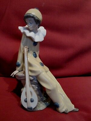 Beautiful Lladro Nao Figurine Young Man Dressed Clown Musician Sitting On Rock